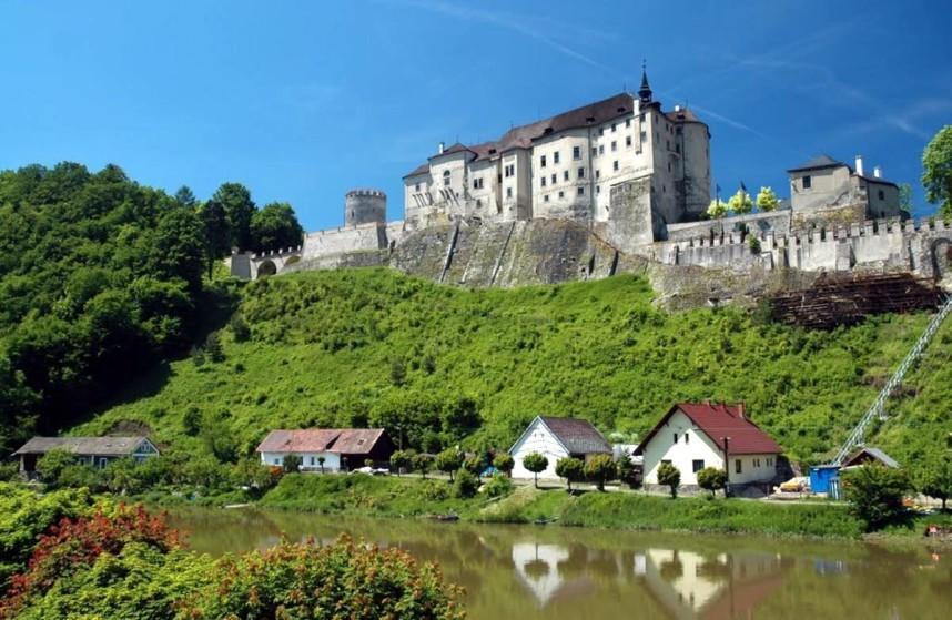 Вид на замок Чески-Штернберк