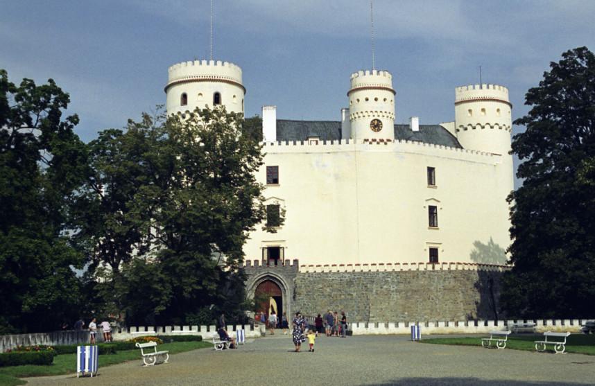 Вход в Замок Орлик