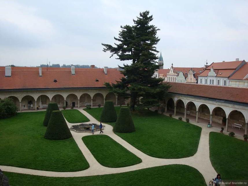 Внутренний двор Замка Тельч