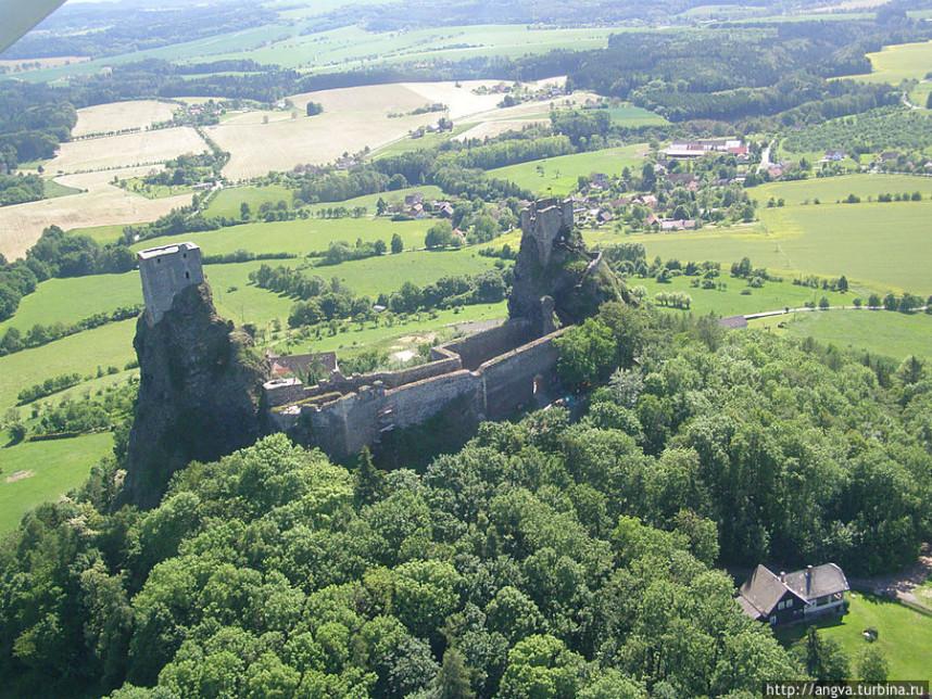 Замок Троски сверху