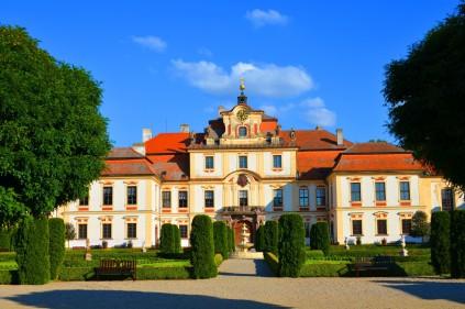 Школа этикета в чешском замке