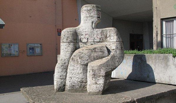 Скульптура «Дали» в пражском районе Новодворска