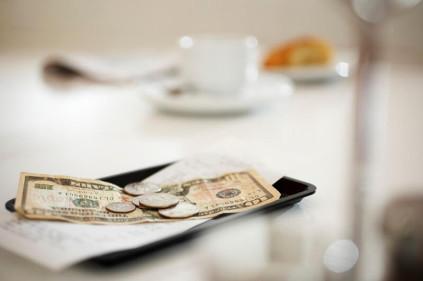 Как правильно оставлять чаевые в гостинице?