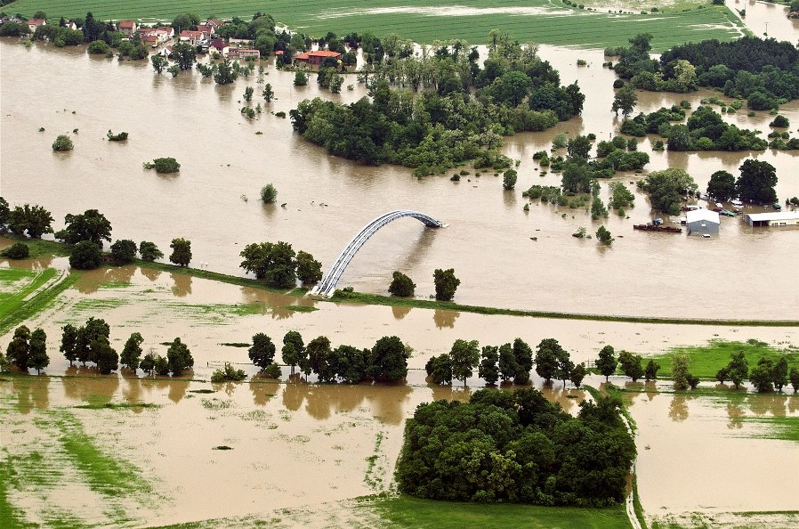 В Праге вода отступила и ушла на север Германии