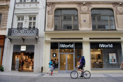Где находится Apple Store в Праге?