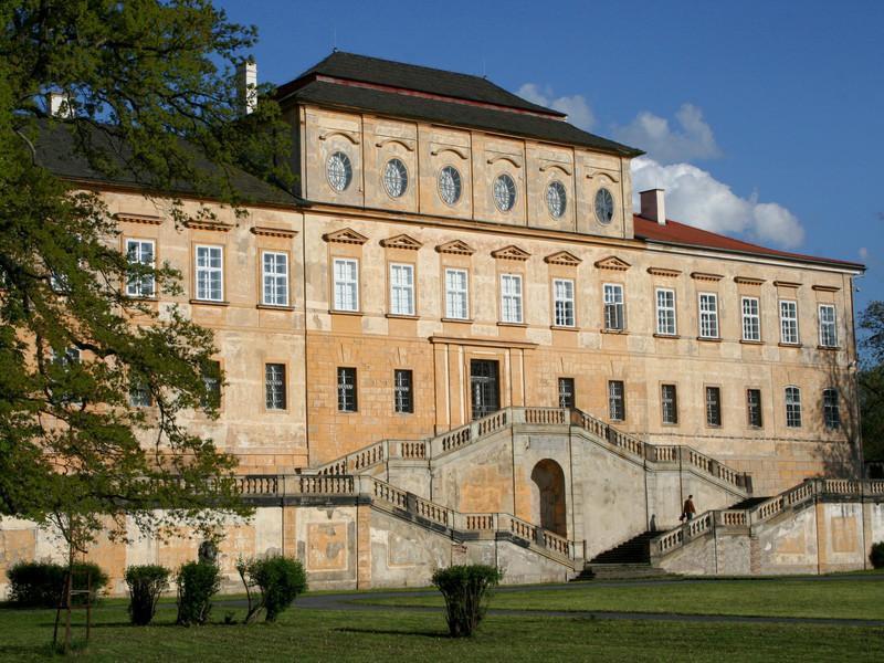 Замок в Духцове