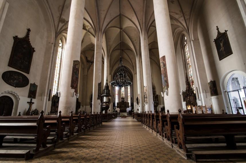 Внутри церкви в Хебе