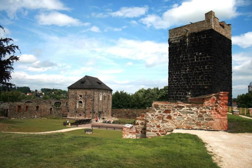 Черная башня замка в Хебе