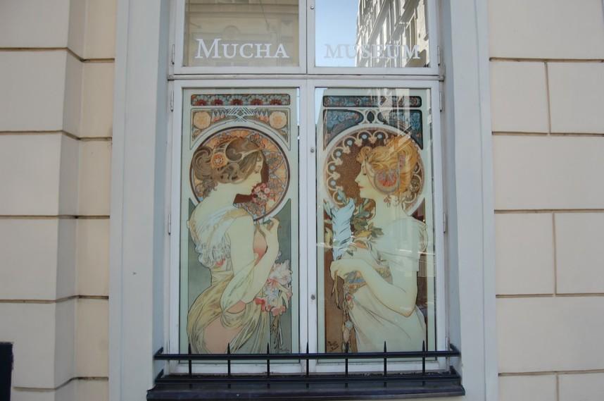 Окно Музея Альфонса Мухи