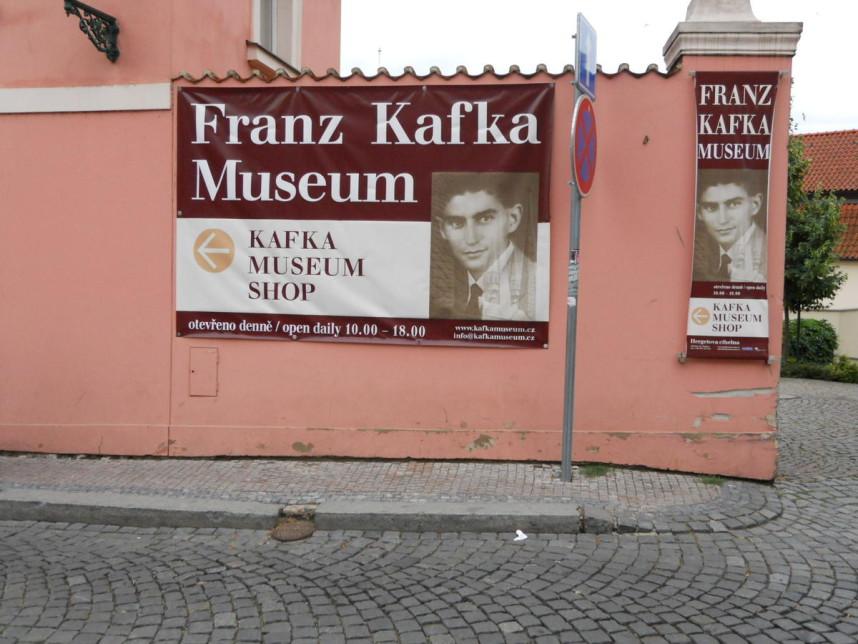 Указатель в музей Франца Кафки