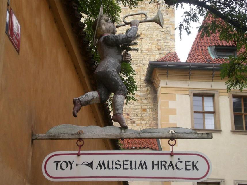 Вывеска Музея игрушек