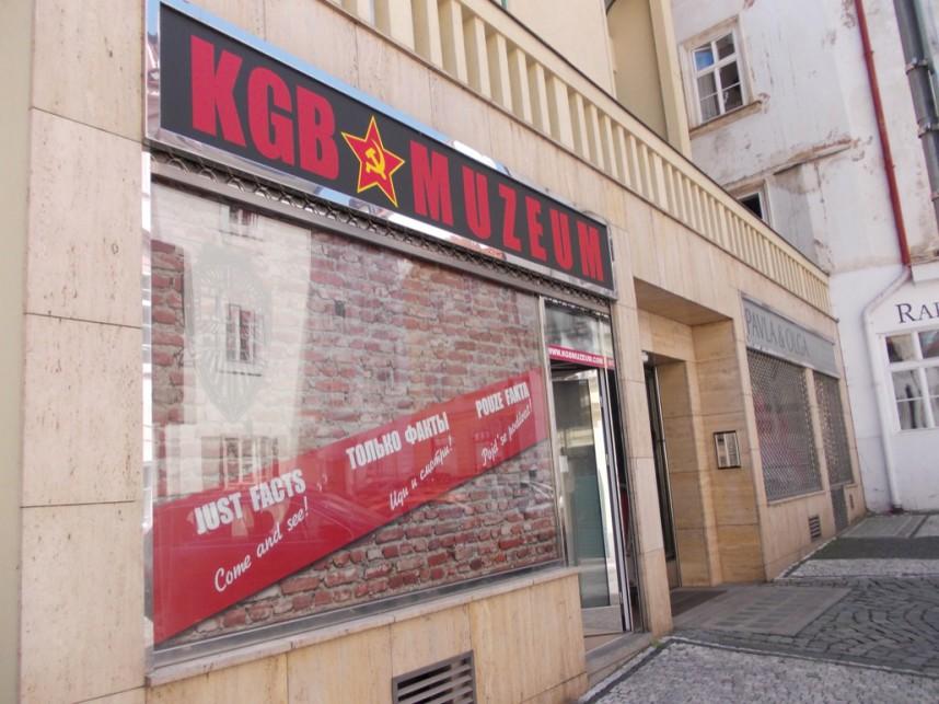 Вход в Музей КГБ в Праге