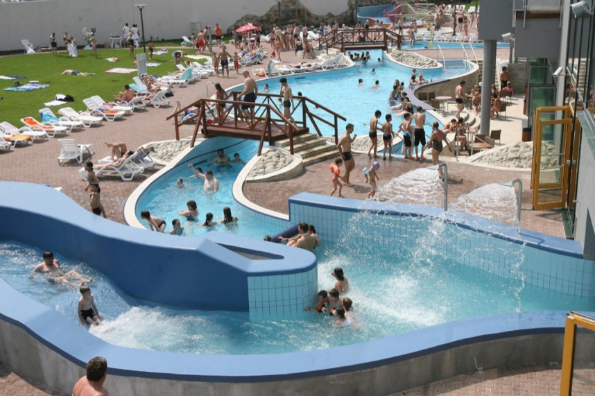 """Открытая зона аквапарка """"AquaPalace"""""""