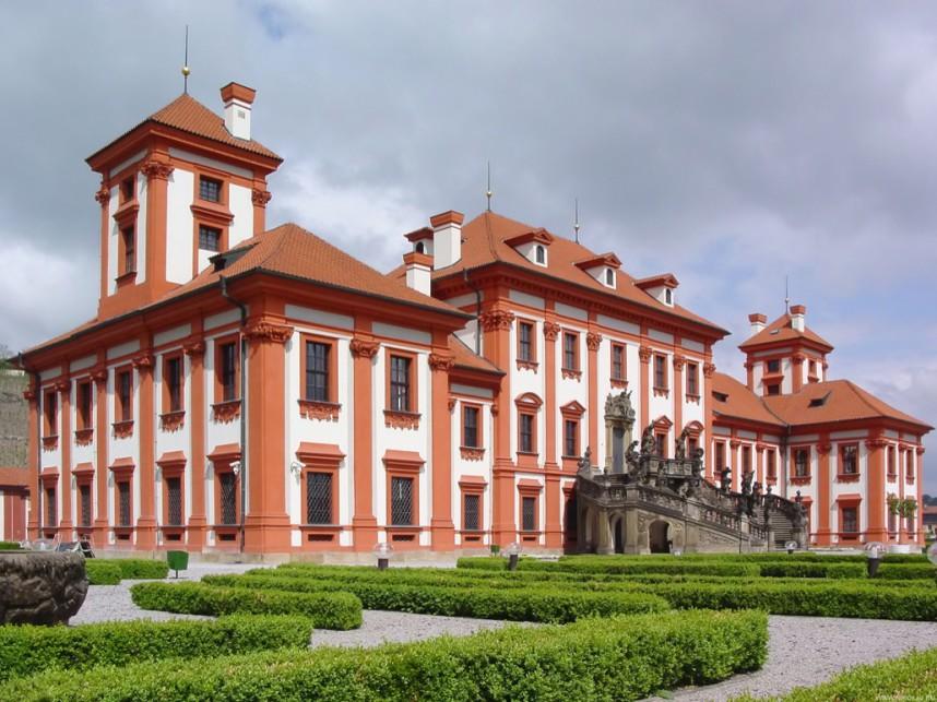 Фасад Тройского замка
