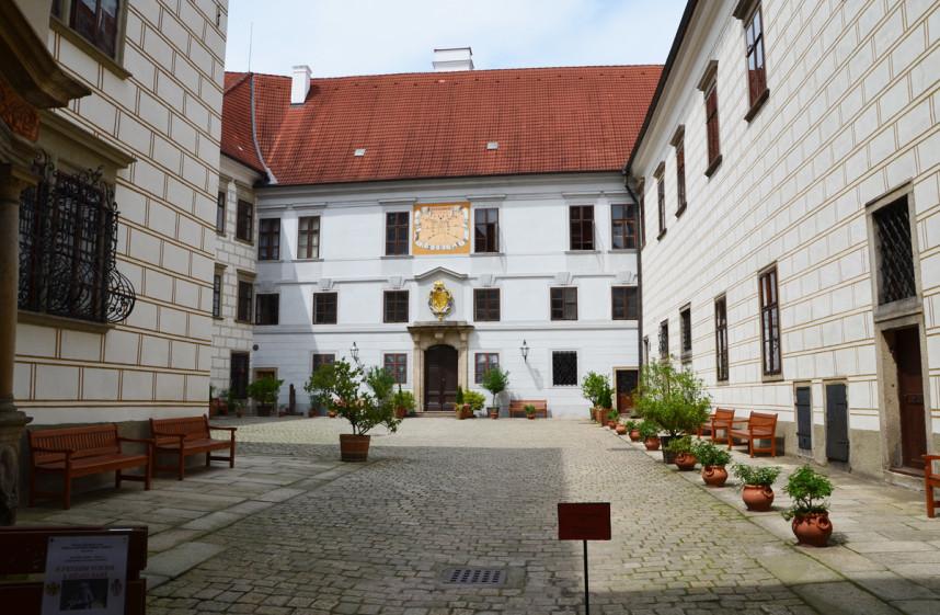Двор замка Тршебонь