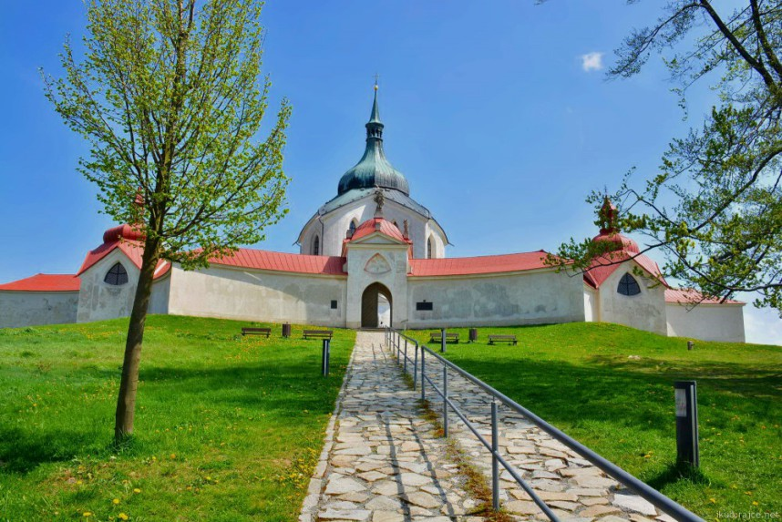 Дорожка в церковь св.Иоана Непомуцкого