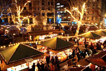 Рождественские базары в Праге уже сияют огнями