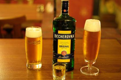 Бехеровка: алкоголь или лекарство? Как правильно пить?