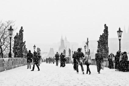 Чехию накрыли снегопады